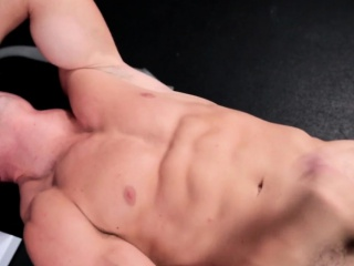Amateur Muscle Jock Tugs Cock On Weight Bench